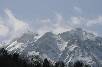 高山市奥飛騨温泉郷新穂高温泉深山荘より見える焼岳