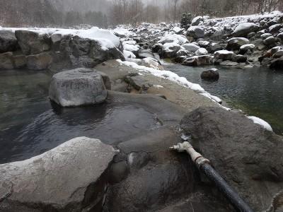 川からの温泉